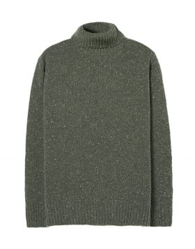 UNIVERSAL WORKS – Roll Neck (Olive)